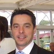 Un hombre con corbata, profesor del Máster en Dirección de Operaciones