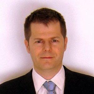 Un profesor del máster en Dirección de Operaciones con corbata