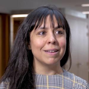 la cara de una mujer, docente del Máster en Industria 4.0