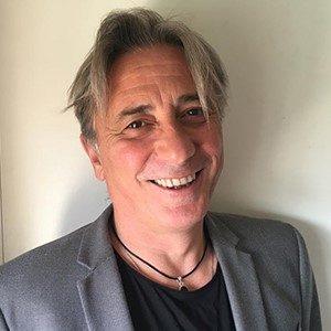 Salva García, profesor del máster en Dirección comercial sonriendo